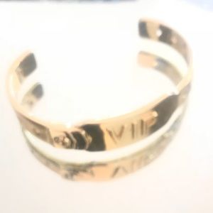 Jennifer fisher bangle